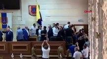 Abluka çağrısı ortalığı karıştırdı! Mecliste birbirlerini boğazladılar