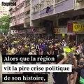 """Le """"Spider-Man"""" français déploie une banderole pour la paix à Hong Kong"""