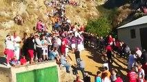 Los vecinos de Falces dedican el canto tradicional del municipio a su patrona, momentos previos al cuarto encierro del Pilón de Falces