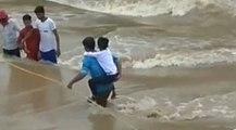 आफत की बारिश: जान जोखिम में डालकर नाला पार कर रहे लोग   वनइंडिया हिंदी