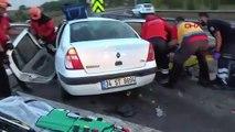 TEM'de otomobil minibüse çarptı: 2'si çocuk, 13 yaralı