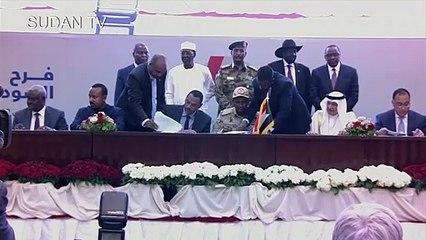 المجلس العسكري وحركة الاحتجاج يوقعان اتفاق المرحلة الانتقالية في السودان (ا ف ب)