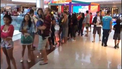 Fila para vacinação do sarampo em shopping de Vila Velha