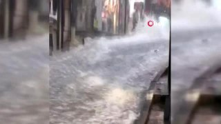 Eminönü Yeraltı Çarşısı sular altında...Esnafın mallarını kurtarma çabası kamerada