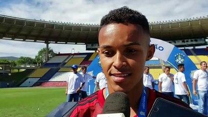 Lázaro (Flamengo) fala sobre tragédia do Ninho e emoção da conquista do Sub-17