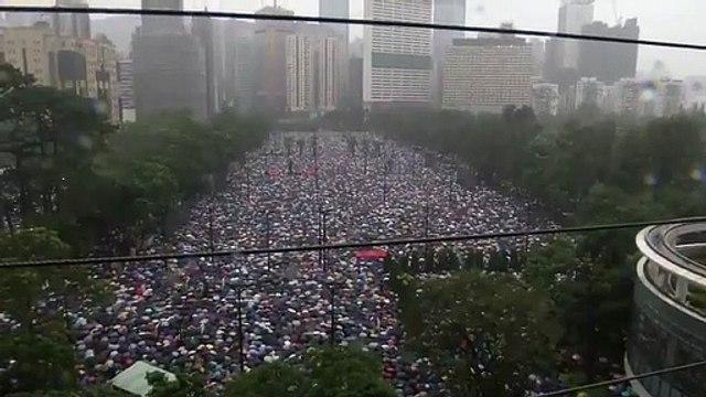 Hong Kong: Regardez les images des milliers de manifestants qui se sont rassemblés pour cette nouvelle journée de mobilisation - VIDEO
