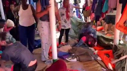 Varios rescatados del Open Arms se lanzan al mar y nadan hacia Lampedusa