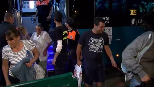 Casi 4.000 vecinos evacuados ante el avance de las llamas en la cumbre de Gran Canaria