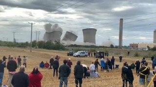 Três torres de uma central nuclear demolidas em Inglaterra