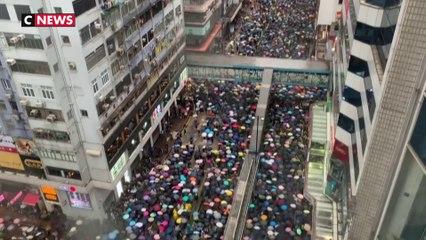 Nouvelle manifestation pacifique sous la pluie