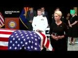 La famille de John McCain et des centaines d'anonymes sont venus faire leurs adieux au Sénateur