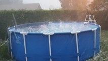 Ces gros grêlons dans une piscine illustrent la violence de l'orage qui s'est abattu près de Belfort ce dimanche