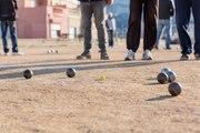 Pétanque : la réglementation pour les boules et la tenue vestimentaire en compétition