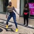 Ces deux jeunes femmes nous montrent comment danser à la perfection. Admirez !