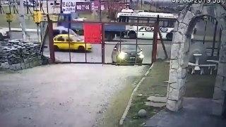 Il se fait voler sa voiture en ouvrant le portail au travail !