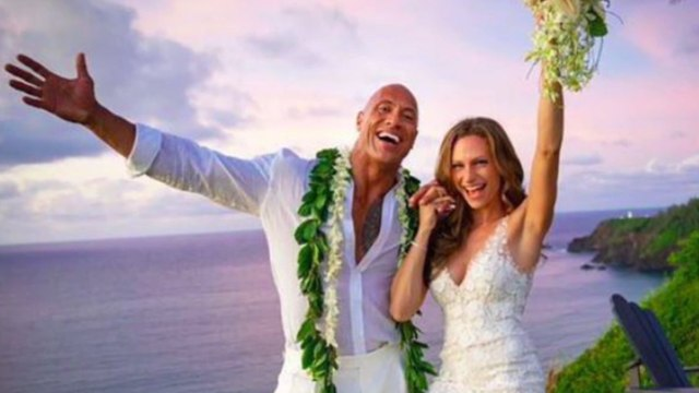 Dwayne Johnson se marie à Hawaï