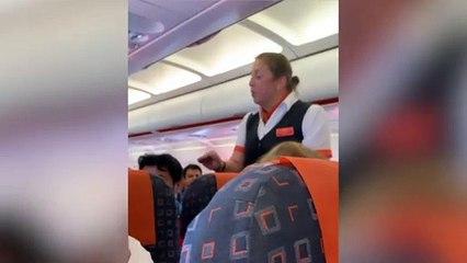 La polémique entre cette hôtesse de l'air et une mère divise la Toile, EasyJet répond !