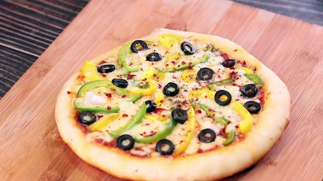 NO YEAST PIZZA ON PAN _ VEGETABLE CHEESE PIZZA RECIPE l EGGLESS & WITHOUT OVEN