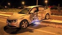 Sivas'ta iki otomobil çarpıştı 10 yaralı