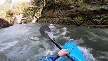 Il saute une cascade de 27m en canoe kayak