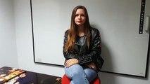 Aëlwenn, 14 ans, candidate à The Voice Kids,  se prête au questionnaire chinois