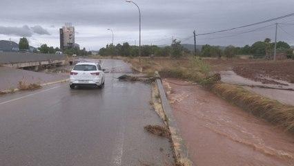 Rescatan a varias personas atrapadas en 3 vehículos en Benicarló por lluvias