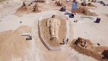 D'éphémères personnages de contes de fées prennent vie sur une plage israélienne