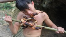 Primitive Technology: Hunting wild chicken by primitive technology - Catch n Cook-