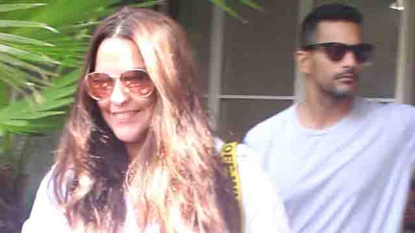 Neha Dhupia & her husband Angad Bedi spotted at outside the restaurant;Watch video | FilmiBeat