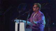 Elton John répond aux médias après la polémique du jet privé