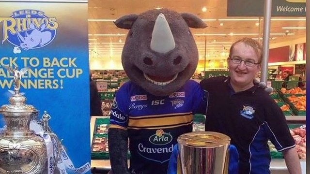 Leeds Rhinos Fans Raise Funds For Defibrillator At Original Oak