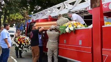 Salva de tiros e chuvas de pétalas no último adeus a bombeiro, na Serra