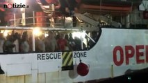 Open Arms, sbarcati nella notte a Lampedusa gli 83 migranti a bordo | Notizie.it