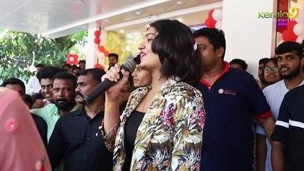 Actress Saniya Iyappan mass  Dance on inauguration - Kerala9.com