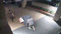 Deux hommes volent un distributeur de Bitcoin sans se faire remarquer