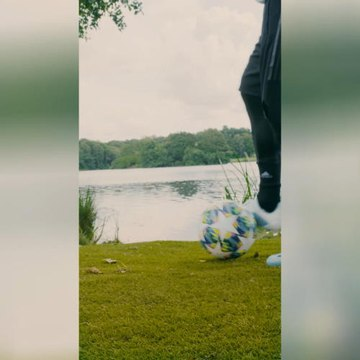 VIRAL: Football: Can Mo Salah walk on water?