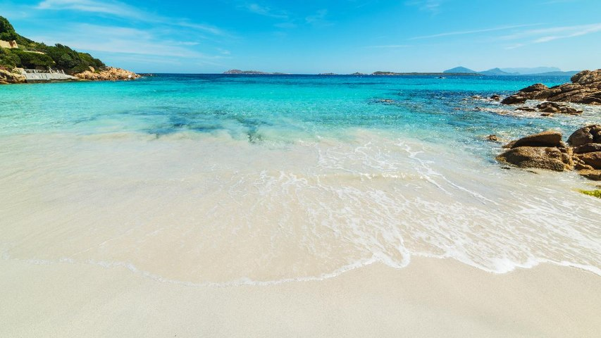 Tourist Couple Faces 6 Years in Prison for Stealing Sand From Italian Beach
