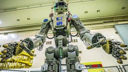 Un robot humanoide en el espacio