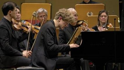 Jan Lisiecki - Beethoven: Piano Concerto No. 2 in B-Flat Major, Op. 19: 3. Rondo. Molto allegro