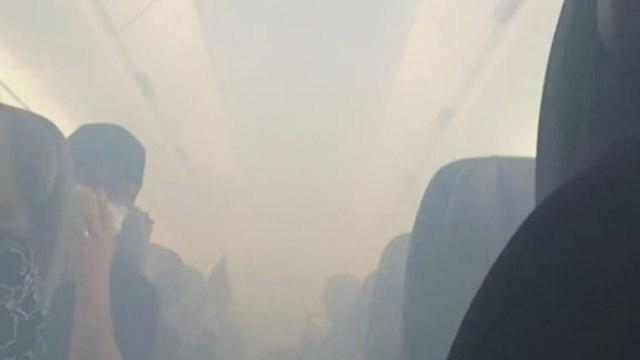 Uçak birden duman altı oldu, nedeni ise...