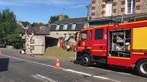 Accident à Domfront : un semi-remorque de 44 tonnes provoque de gros dégâts