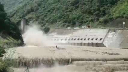 Aşırı yağışlara teslim olan Çin'de kurtarma operasyonları sürüyor