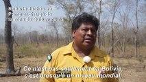 Des pompiers boliviens surveillent la région touchée par les incendies