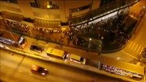 Miles de manifestantes crean una muralla humana por la democracia en Hong Kong