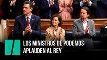 Los ministros de Podemos aplauden al rey