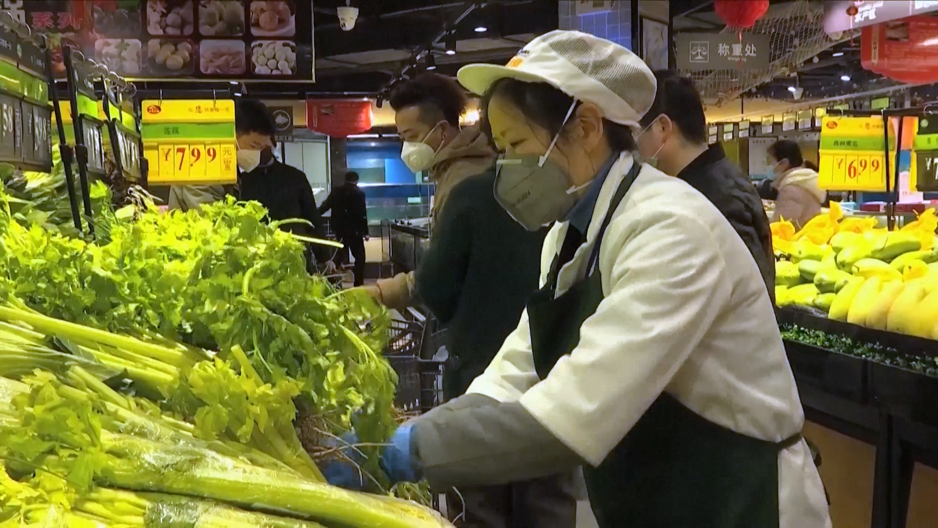 China scrambles to deliver food to coronavirus epicentre Wuhan amid lockdown