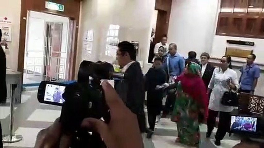 Reporters ask after Rosmah's well-being