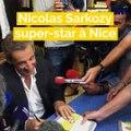 Nicolas Sarkozy accueilli en rockstar par deux cents fans à Nice
