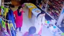 2 taureaux rentrent dans un magasin par la vitrine en Inde !
