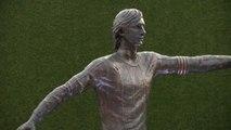 El FC Barcelona rinde tributo a Johan Cruyff con una estatua junto al Camp Nou